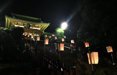 夏の盆の風情を感じる!鎌倉・ぼんぼり祭りで夜の鶴岡八幡宮を訪れる旅