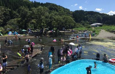大分・竹田湧水群の中島公園名水河川プールがスゴイ!名水百選の水は夏の極上の遊び場