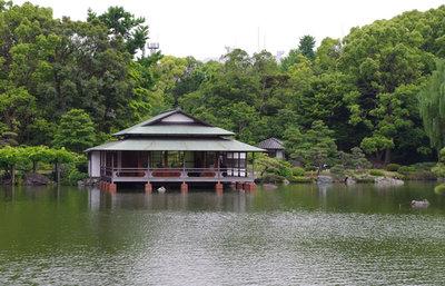 自然豊かな清澄庭園、岩崎弥太郎も造成に携わった都心の憩い場で歴史散歩