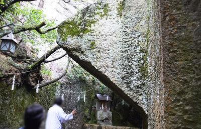 水に浮かぶ巨石の神秘!高砂・生石神社で謎に包まれた石の宝殿を探る旅