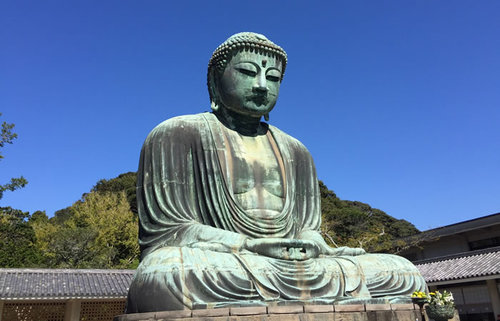 国宝・鎌倉大仏、国内屈指の人気観光スポットで大仏様の胎内を巡る旅