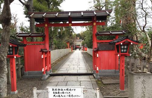 芸能神社、車折神社の境内で本社を凌ぐほどの人気を集める芸能スポットを巡る旅