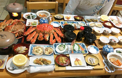 一泊8,000円で驚きのボリュームと贅沢感!北海道、船長の家の夕食がすごい!【みんなで楽しむご当地グルメ】