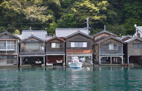 丹後半島・伊根の舟屋、日本の美しい原風景が残る地で素晴らしい日の出を目にする京都旅
