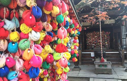八坂庚申堂、くくり猿に願い事を託し、病気や災難がサル(去る)という寺を訪れる京都旅