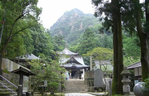 四国巡礼結願の地、大窪寺。巡礼にかける思いを知り、讃岐うどんの真髄を食す旅