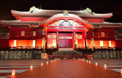 沖縄のシンボル、首里城で琉球王国の建築と文化に触れ、王国時代の情緒を感じる旅
