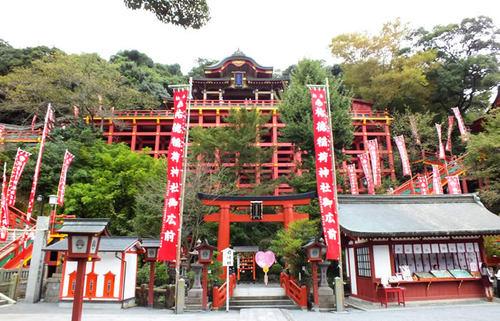 日本三大稲荷の祐徳稲荷神社、鎮西の日光とも称される壮麗な建築美に触れる旅