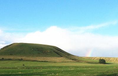 季節限定のロングトレイル!浮かび上がる「牛」の文字の山へ登り、風の見える丘を歩く旅