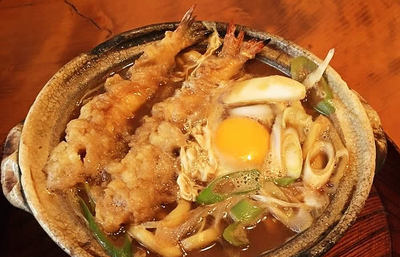 名古屋めしの鉄板にもこだわりと歴史あり!人気を二分する味噌煮込みうどんの一角を喰らう旅