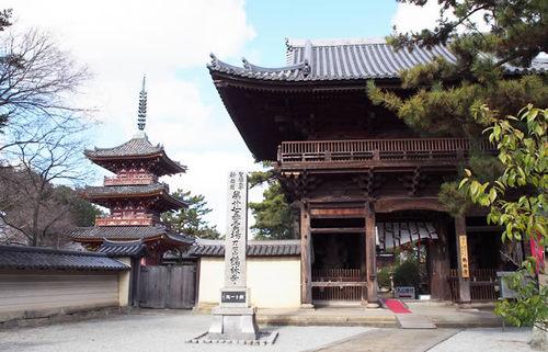 西の法隆寺と称される鶴林寺、珍しい文化財が多数残る播磨の古刹の魅力に触れる旅