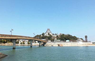 白亜の城、唐津城に残る南蛮大砲の秘話。風光明媚な景観の奥にある波乱の歴史に触れる旅