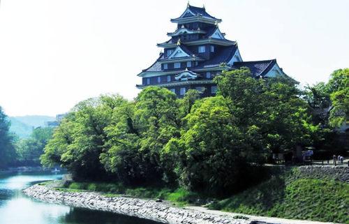 岡山城、烏城とも呼ばれる岡山のシンボルを知り、日本三名園の庭園を巡る旅