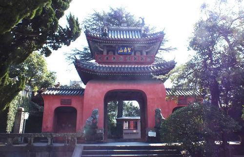 長崎の寺町、鍛冶屋町界隈、後の日本文化に大きな影響を与えた中国寺院を巡る旅