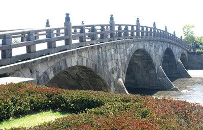 鹿児島・甲突川に架けられたアーチ式石橋群の文化とストーリー。種山石工たちの活躍を知る旅