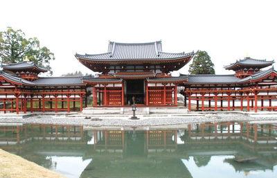 極楽浄土の情景を地上に現した平等院鳳凰堂、究極の美を追求した世界遺産の名蹟を巡る旅