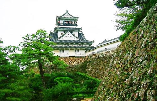 南海道一の名城・高知城、土佐藩主・山内一豊が築き上げた100名城、12天守の城を巡る旅