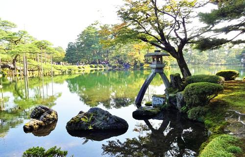 加賀百万石の城下町・金沢巡り、前田家と町衆が生み出した伝統文化に触れ、温故知新を感じる旅へ