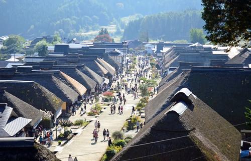 宿場の風情を今に伝える大内宿、南会津の山間で美しい茅葺き民家に出会い高遠そばを食す旅
