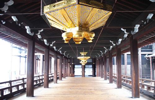 今も静謐な空気に包まれる西本願寺、親鸞や蓮如、顕如の存在で知られる世界遺産の名刹を歩く旅