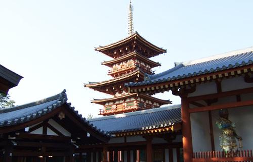 薬師寺、国宝の薬師三尊像を体感しシルクロード文化と東洋美術の粋を知る旅