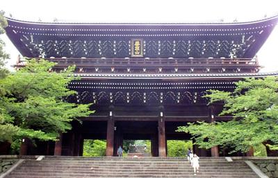 浄土宗総本山・京都の知恩院、徳川将軍家が心血を注いで建立した大伽藍を体感する旅