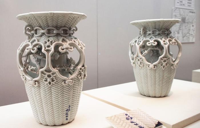白磁籠目花瓶 染付銘「大日本盈進社製」