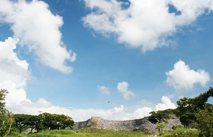 沖縄屈指の名城(グスク)と言われる今帰仁城の遠望
