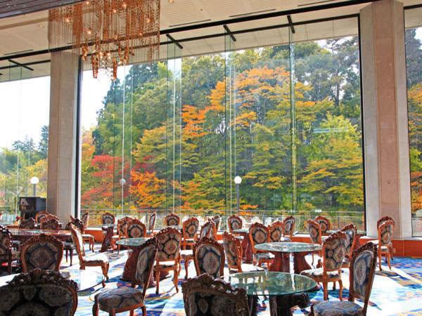磊々峡の渓谷美が目の前。秋保グランドホテルの豪華なロビー