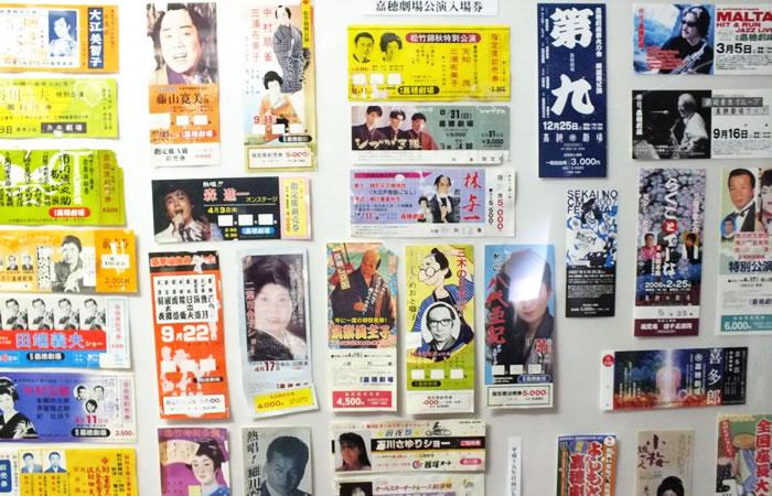 館内に展示された昭和初期のチラシや入場券