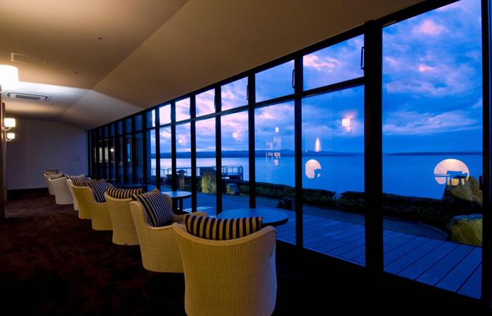 旅館内から海を望む