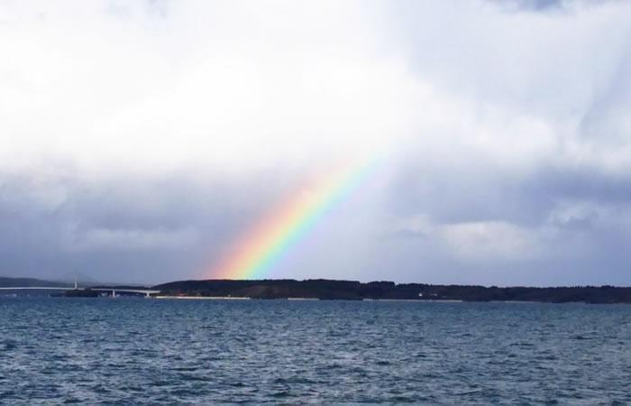 七尾湾に浮かぶ虹の光景