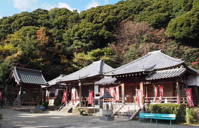 東山寺の境内(全景)