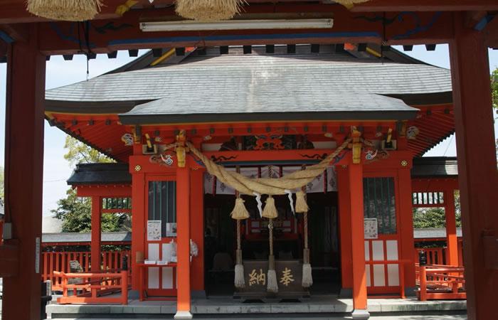 八代神社(妙見宮)の壮麗な拝殿