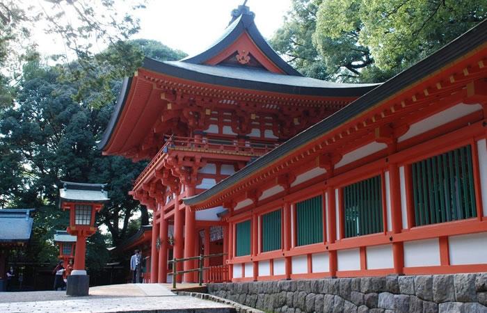 氷川神社の朱塗りの楼門