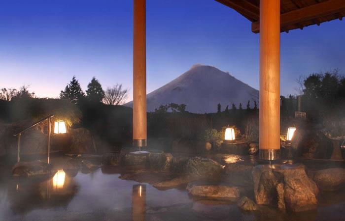 富士山を望む絶景の露天風呂