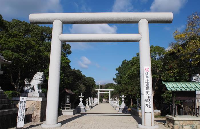 神明鳥居(高さ27尺)