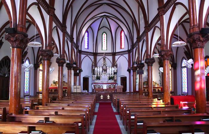明治43年建築の青砂ヶ浦天主堂の内部