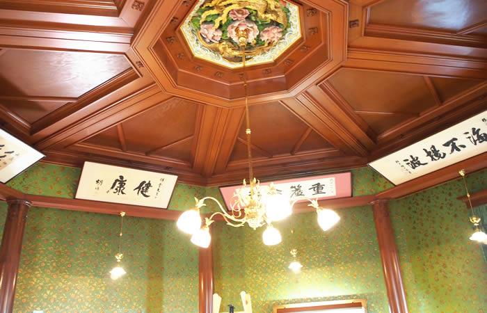 移情閣の天井