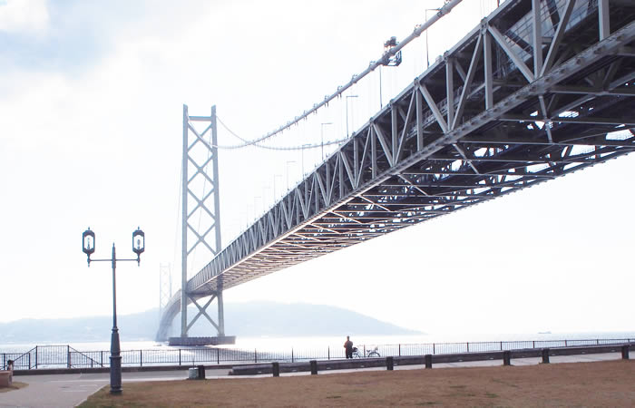 淡路島へとつながる明石海峡大橋