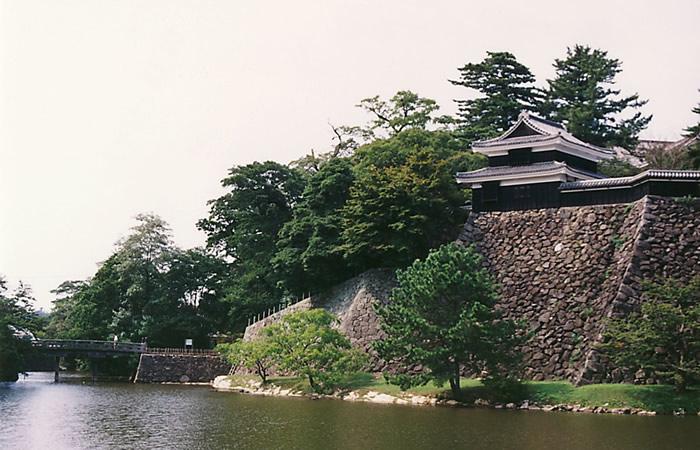松江城の堀と南櫓