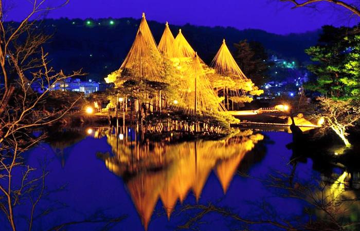 美しい夜景の兼六園
