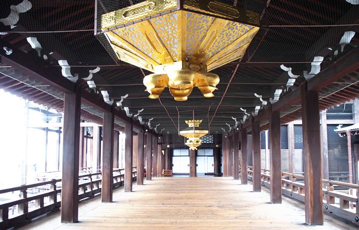 西本願寺の御影堂と阿弥陀堂を繋ぐ広大な渡り廊下