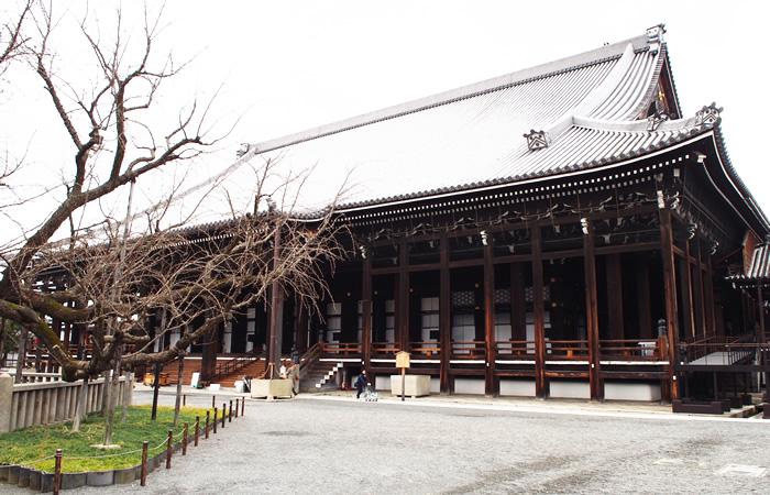 親鸞の木像を安置する御影堂