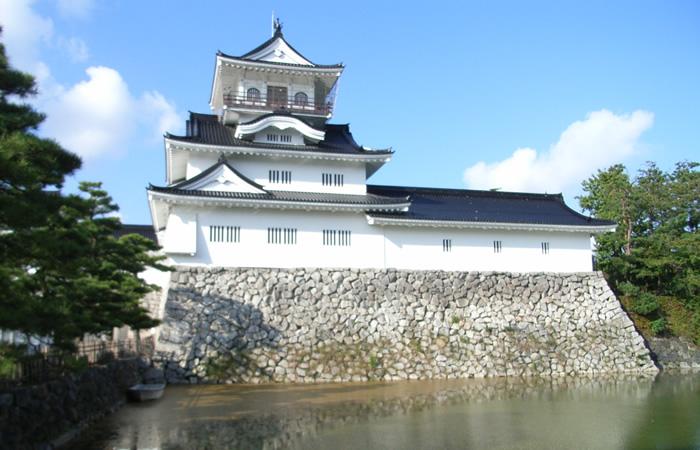 富山城の模擬天守
