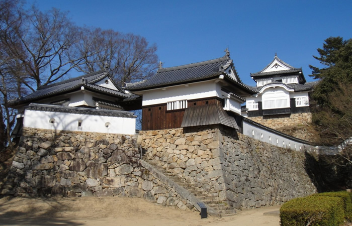 山上にある備中松山城の本丸