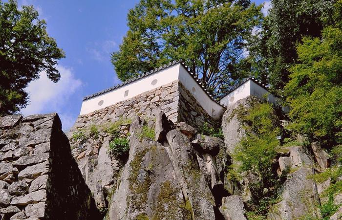 大手門周辺、岩盤上の城壁