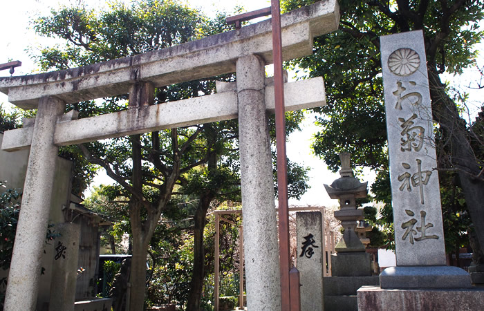 十二所神社の境内にあるお菊神社
