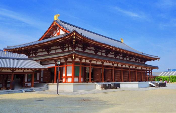 再建された薬師寺の大講堂