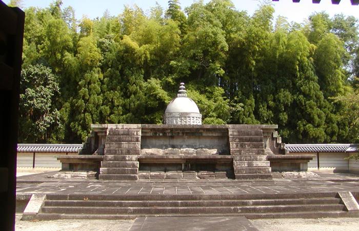 境内の西側にある戒壇